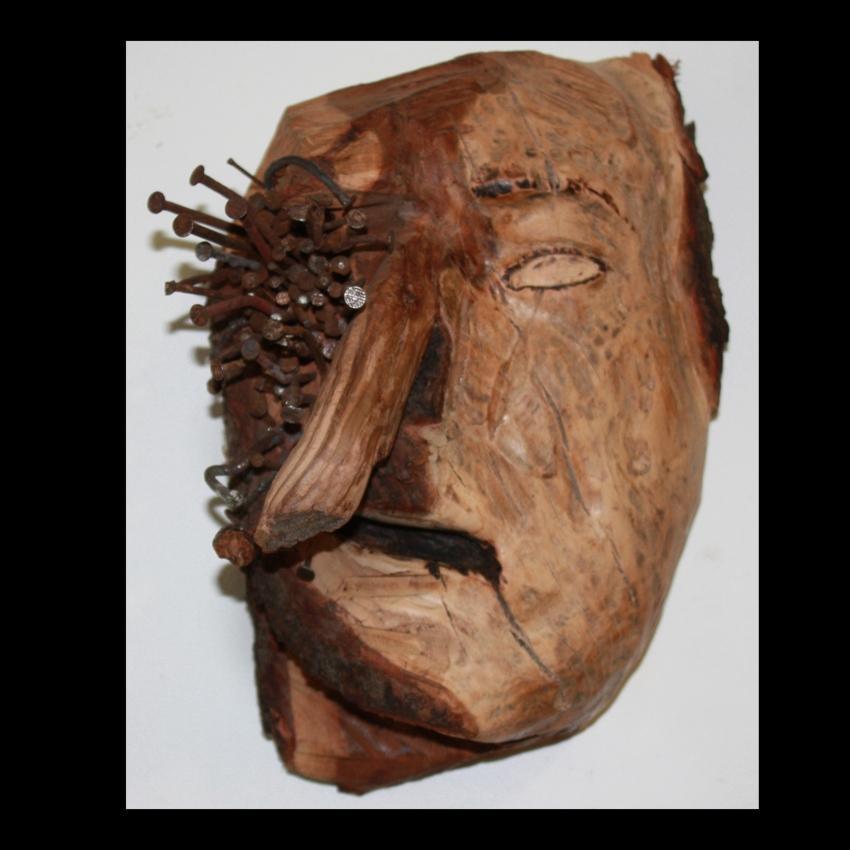 Wood and cloves. 17x24x14cm. 1800€