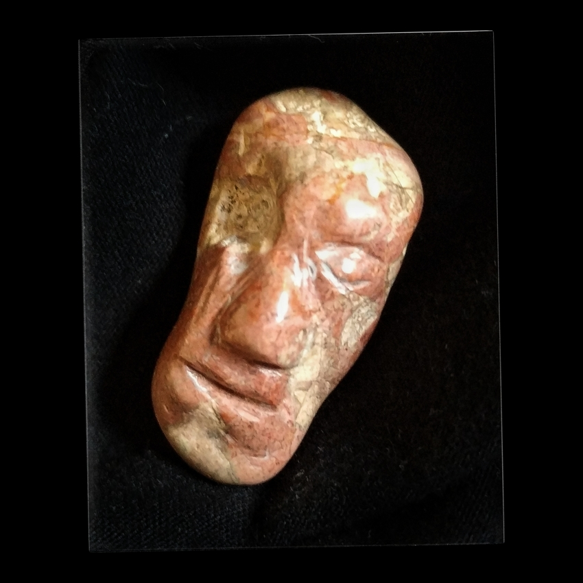 Stone. 3'2x2'3x2'1cm. 45€